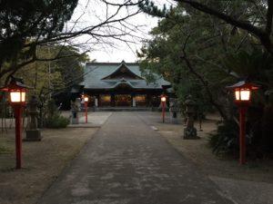 夕方の一葉稲荷神社の境内